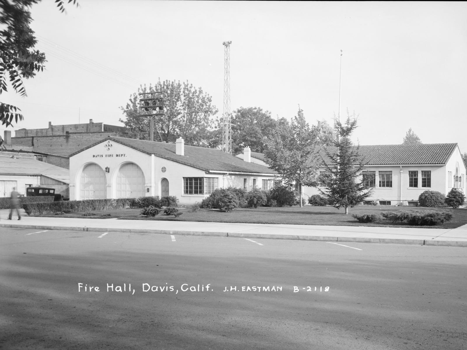 Fire Dept. and City Hall, 1944. The Building is now Bistro 33